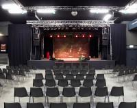 Werk 2 Halle bestuhlt mit Bühne