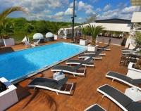 Purobeach / Pier 15 Pool mit Liegestühle