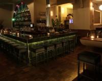 Destino Bar im Dunkeln
