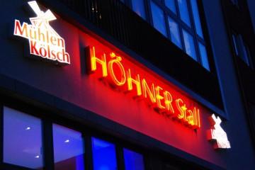 Höhner Stall Aussen bei Nacht