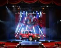 Auto auf Bühne _ Totale _ Saal hell _ print